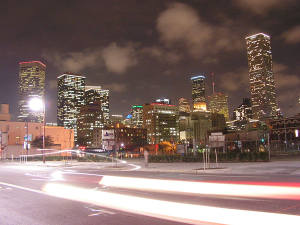 800px-JPMorgan_Chase_Tower_with_Houston_Skyline_at_night