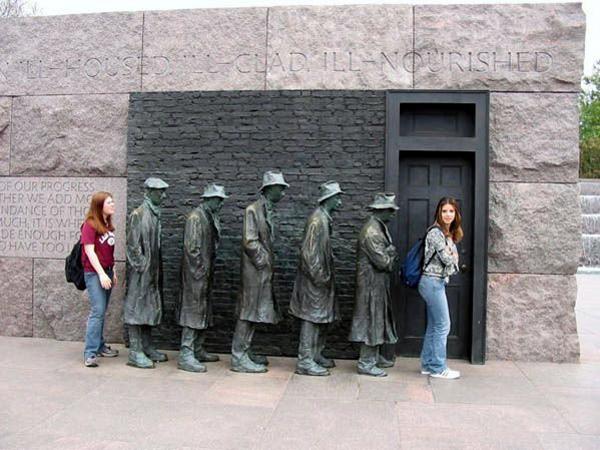 ۹۵۹۷۱۰۰۲_statues