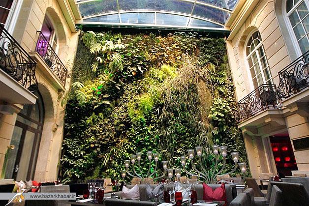 باغچه ای عمودی در حیاط هتل پرشینگ هال در پاریس